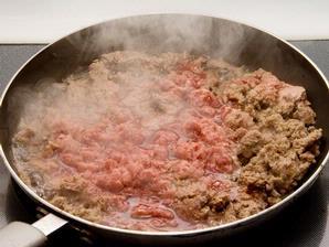 memasak daging qurban untuk panitia